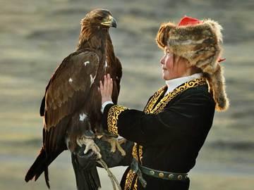 イーグルハンター 1000年の歴史を変えた「鷹匠」少女