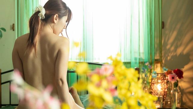 花咲く部屋、昼下がりの蕾